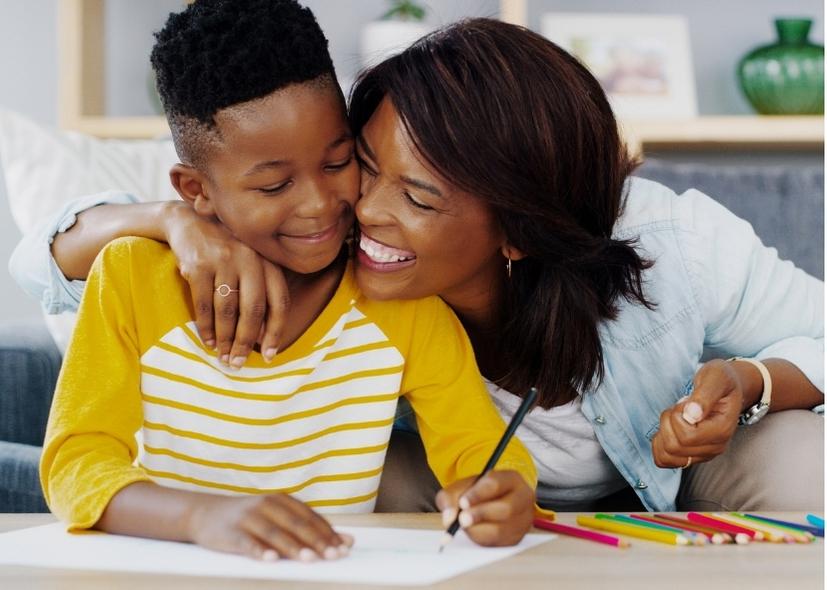 Maman et enfants – heureux